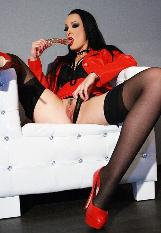 chateau-cuir-horny-and-sexy
