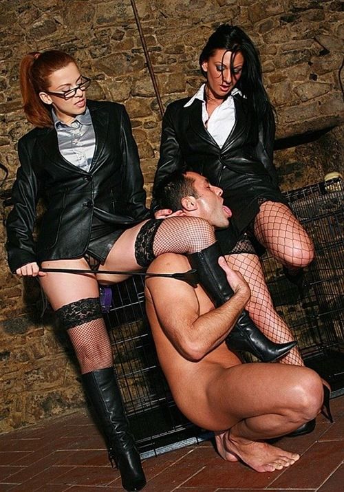 chateau-cuir-male-sex-slave